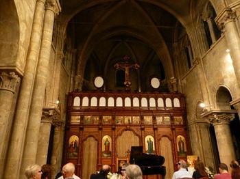 20120924サン・ジュリアン・ル・ポーヴル教会ピアノコンサート.jpg