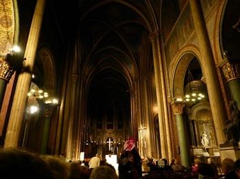 20120928夜のサン・ジェルマン・デ・プレ教会内部4.jpg