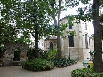 裏側の公演から観たサン・ジュリアン・ル・ポーヴル教会.jpg